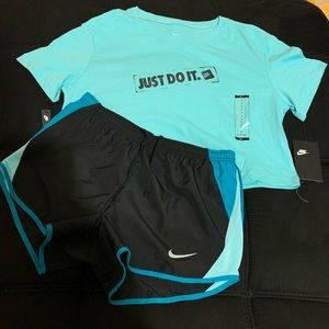 SUPER CUTE NIKE TWO PIECE OUTFIT SIZE SMALL